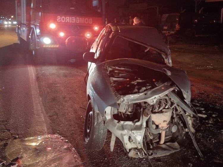 Acidente envolvendo carro e ônibus deixou uma pessoa morta na noite deste sábado (18) – Foto: Divulgação/CBMSC/ND
