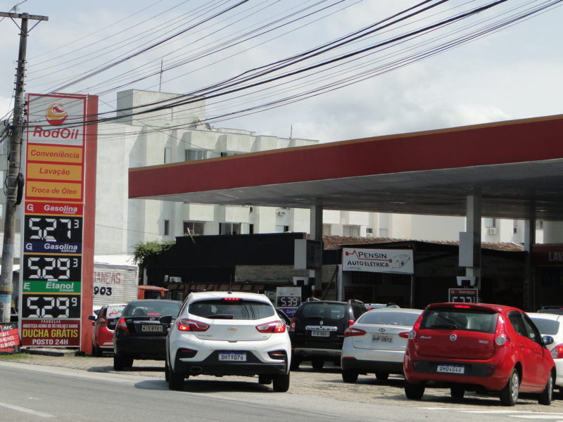 Gasolina comercializada a preço de custo: punição do Procon-SC, em Florianópolis – Foto: Diogo de Souza/ND