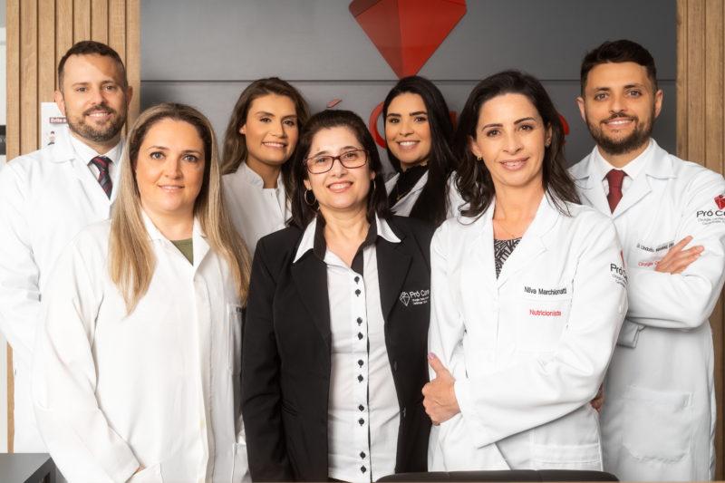 Médicos cirurgiões cardiovasculares da Pró Cuore com as profissionais de nutrição, enfermagem e fisioterapia fazem a diferença na clínica, além das profissionais que atuam na recepção e comunicação – Foto: Divulgação/Pró Cuore