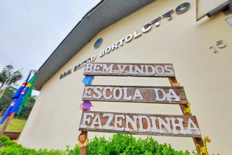 Após rifa viralizar a Escola Bairro Bortolotto ganhou um 'novo' nome e agora é chamada de a Escola da Fazendinha em Nova Veneza – Foto: Leonardo Gava/Prefeitura Nova Veneza