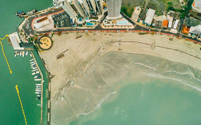 Novo molhe da Barra Sul conta agora com cerca de 70 metros de areia – Foto: Secom BC/Reprodução