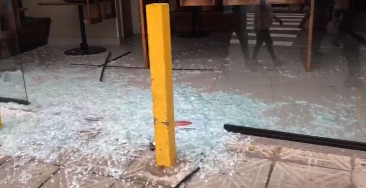 PM foi arremessado contra fachada de um comércio – Foto: GMF/Divulgação/ND