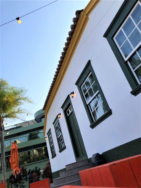 Casarão tombado no centro de Florianópolis ganha tintas originais na fachada – Foto: Divulgação Casas do Pintor