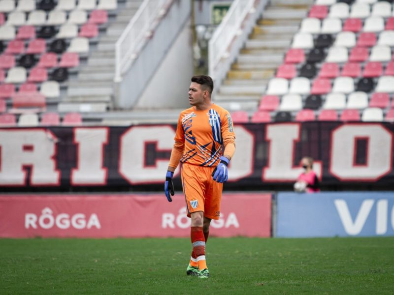 João Vitor comemora estreia pela equipe profissional – Foto: @gustavooficiallllll