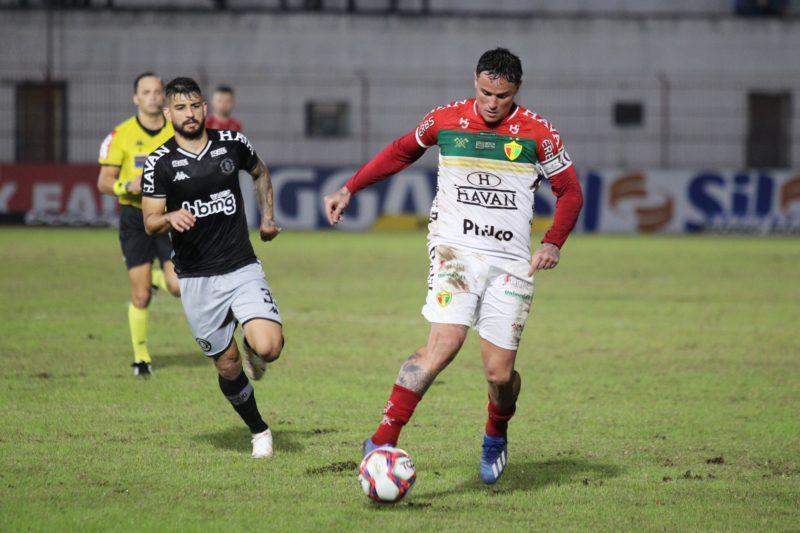 Brusque x Vasco, em duelo válido pela Série B do Brasileiro – Foto: Lucas Gabriel Cardoso/Brusque FC