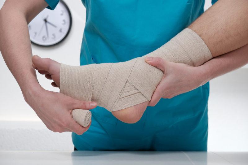 Consulte o especialista quando torcer o tornozelo – Foto: Getty Images/iStockphoto/ND