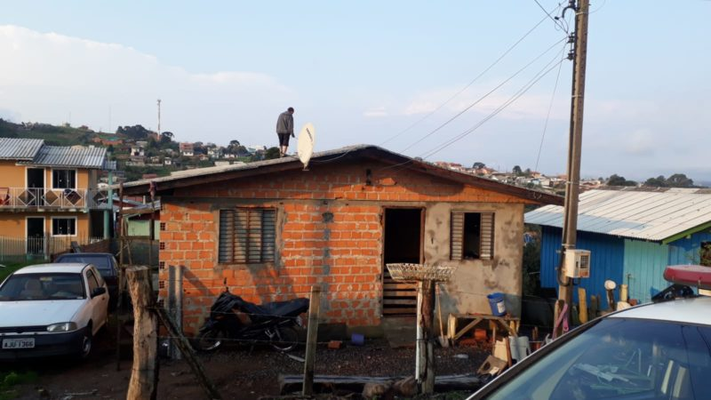 Prefeitura de Lages distribuiu 450 metros de lona – Foto: Defesa Civil de Lages/Divulgação/ND
