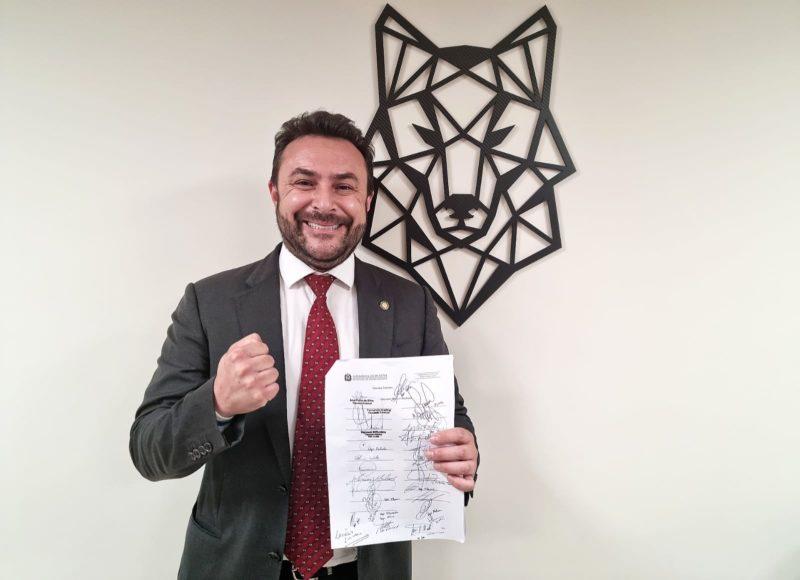 Deputado Marcius Machado reapresentou projeto na Assembleia – Foto: Camila Paes/Divulgação