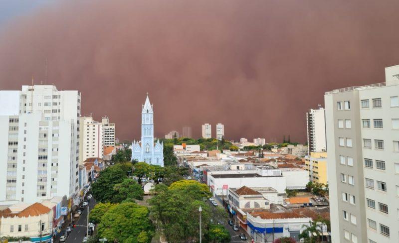 Na tempestade de areia, moradores mostram cena apocalíptica em vídeos – Foto: Twitter/ND