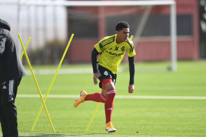 Paulo Victor volta a receber chance na lateral esquerda – Foto: Ricardo Duarte/Inter/Divulgação