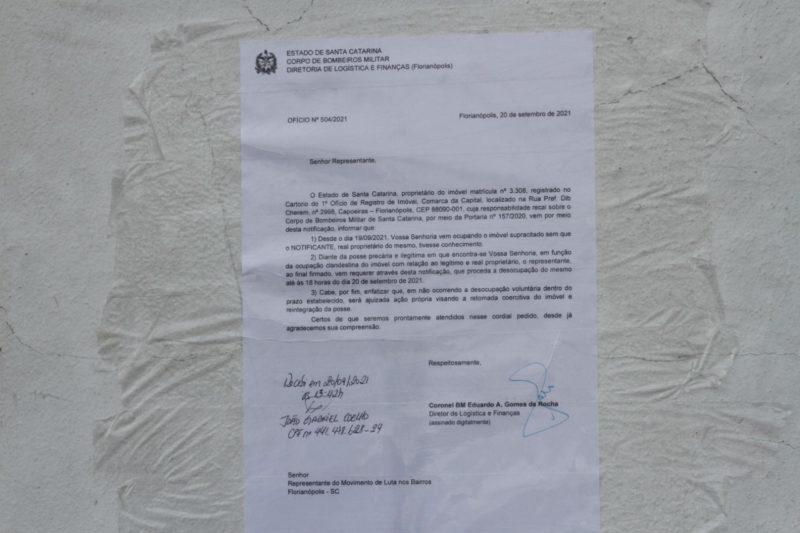 Em ofício fixado na entrada do imóvel, CBMSC pediu desocupação até 18h de segunda-feira (20) – Foto: Leo Munhoz/ND