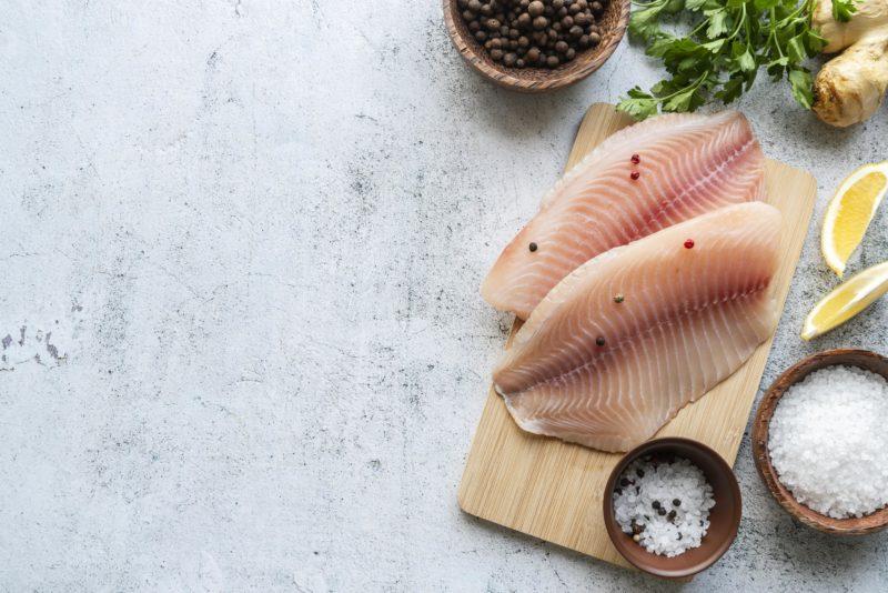 Comer peixe traz benefícios para os ossos, articulações, músculos, pele e olhos – Foto: Freepik/Divulgação/ND