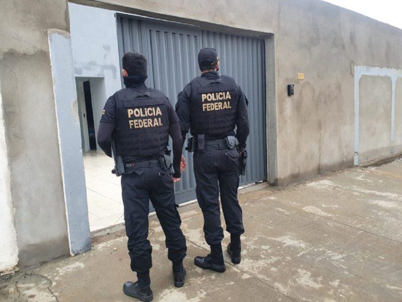 Mais de 270 policiais deram cumprimento a 45 mandados de prisão e 63 mandados de busca e apreensão em oito estados do país nesta quarta-feira (15) – Foto: Divulgação/PF