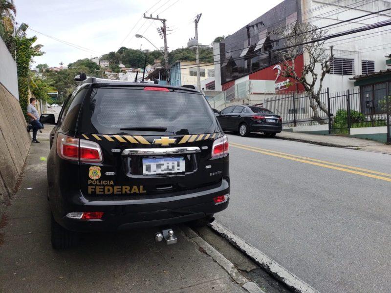 Viatura da Polícia Federal esteve no local – Foto: Paulo Mueller/NDTV