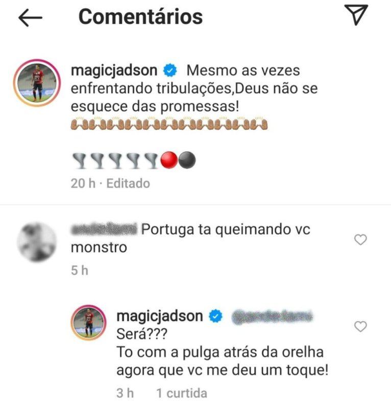 Resposta do meia a um torcedor virou motivo de polêmica dentro do clube – Foto: Reprodução/Instagram