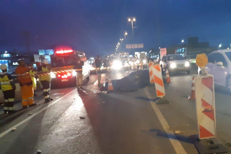 Vítimas teriam batido em sinalização de obra antes de caírem da moto – Foto: PRF/Divulgação/ND