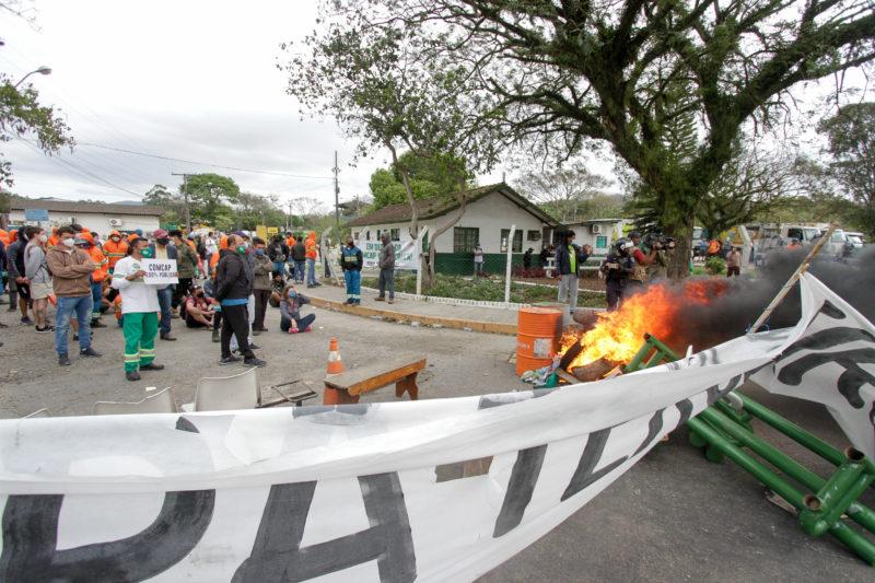 Trabalhadores da Comcap bloquearam unidade do Itacorubi na última segunda-feira (20) – Foto: Leo Munhoz/ND