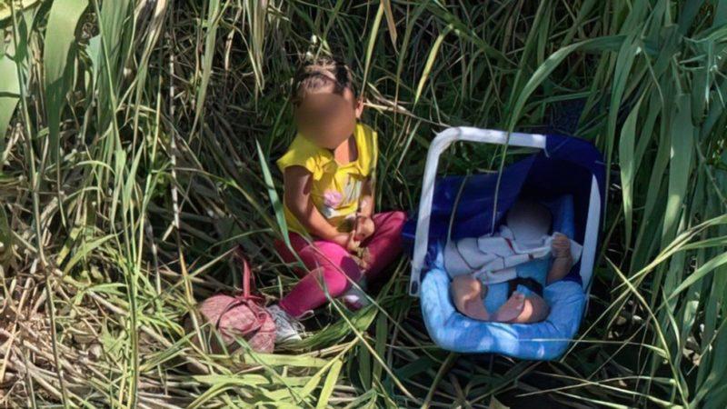 Crianças foram encontradas nas margens do rio que serve como fronteira natural entre os países