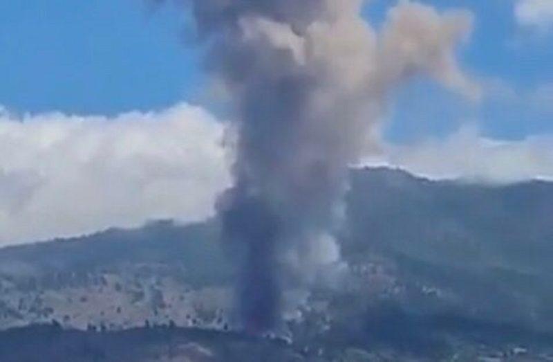 Vulcão Cumbre Vieja entrou em erupção nas Ilhas Canárias neste domingo (19) – Foto: Reprodução/Twitter