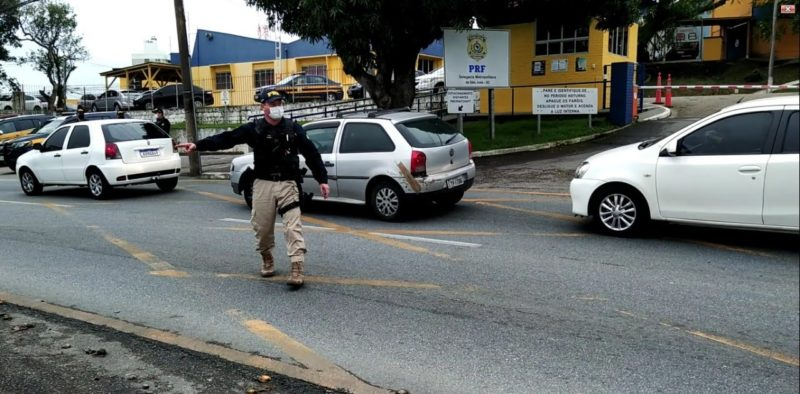 Fiscalização de trânsito na BR 101 em São José – Foto:Reprodução/NDTV
