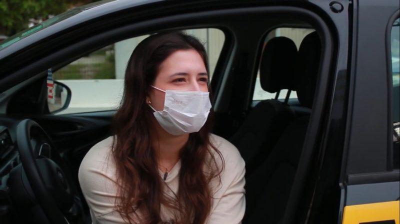 Laura é uma dentre os futuros motoristas que convivem com falta de paciência de quem tem mais experiência no volante – Foto: Marcelo Feble/NDTV