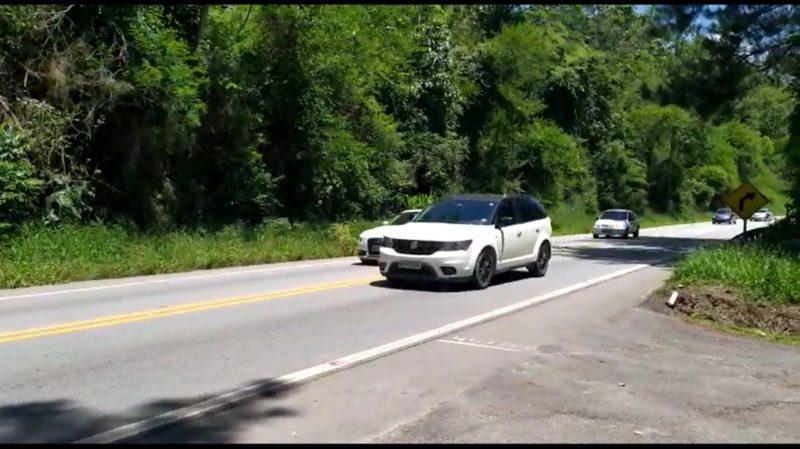 Flagrante ultrapassagem em rodovia de pista simples em faixa dupla contínua – Foto: PRF/Divulgação/ND