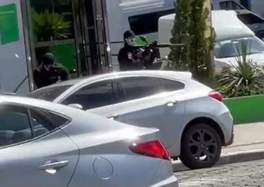 De acordo com testemunhas foram três pessoas envolvidas no assalto – Foto: Reprodução Internet