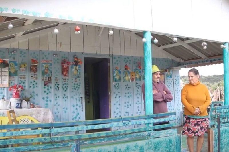 Agora, o casal vive em nova casa, com direito a homenagem aos santos – Foto: Reprodução/Prefeitura de Irineópolis