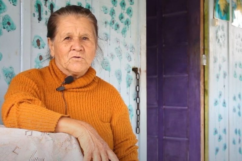 Dona Terezinha relembra o dia em que o tornado arrastou a casa em que vivia – Foto: Reprodução/Prefeitura de Irineópolis