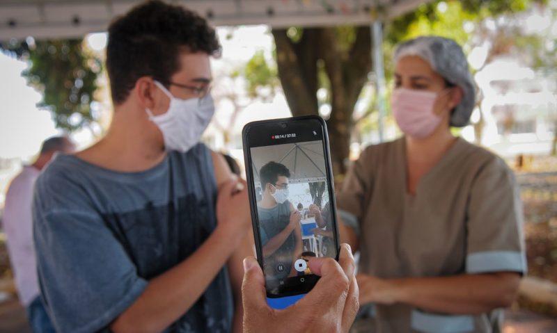 Ministério da Saúde volta a recomendar vacinação de adolescentes Aplicação será do imunizante da Pfizer