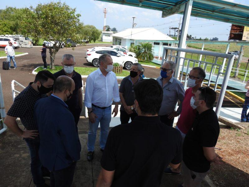 Preparativos para a decolagem de São Miguel até Florianópolis – Foto: Prefeitura de São Miguel do Oeste/Divulgação/ND