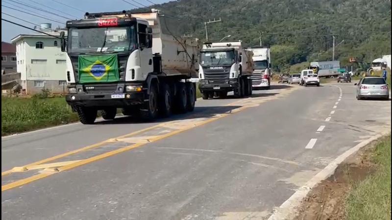 Bloqueio em distribuidora da Grande Florianópolis é liberado e situação nos postos deve ser normalizada em 3 dias