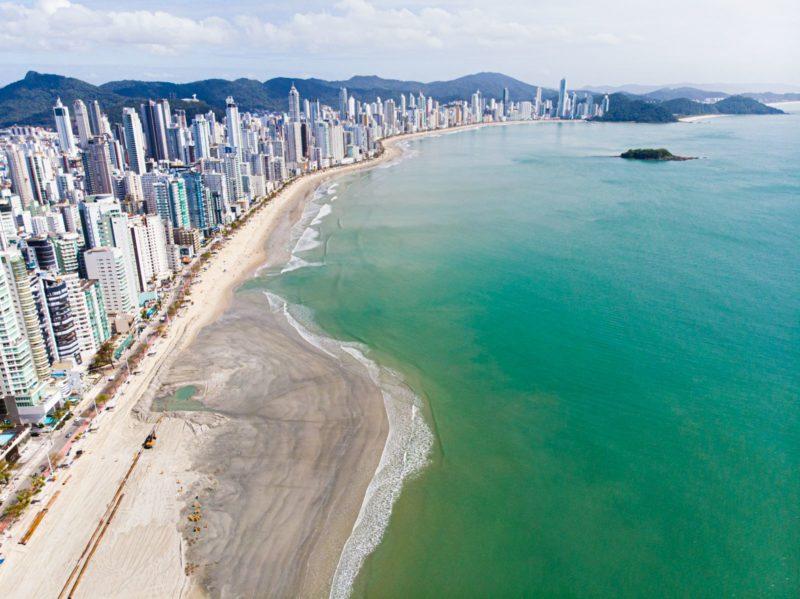 Obra de alargamento da praia Central de Balneário Camboriú já avançou 2,5 km – Foto: Secom BC/Divulgação