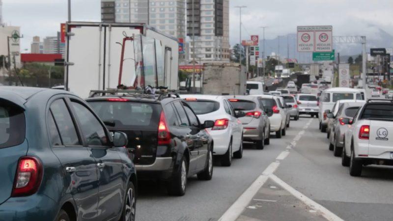 100 mil veículos circulam diariamente pela BR-101 na Grande Florianópolis. – Foto: Marcelo Feble/NDTV