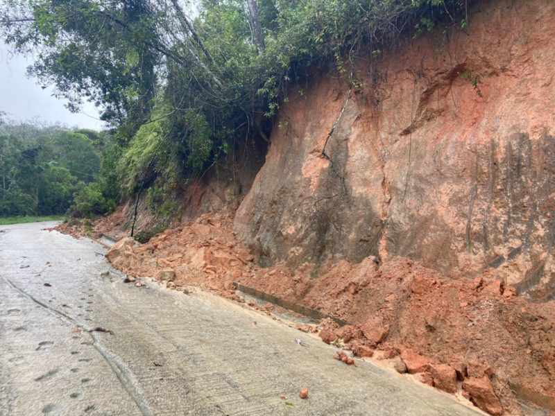 Deslizamento de terra registrado no bairro Guarda do Cubatão – Foto: Osvaldo Sagaz/ND