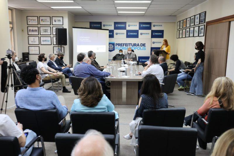 Evento aconteceu no gabinete do prefeito Gean Loureiro – Foto: Cristiano Andujar/PMF