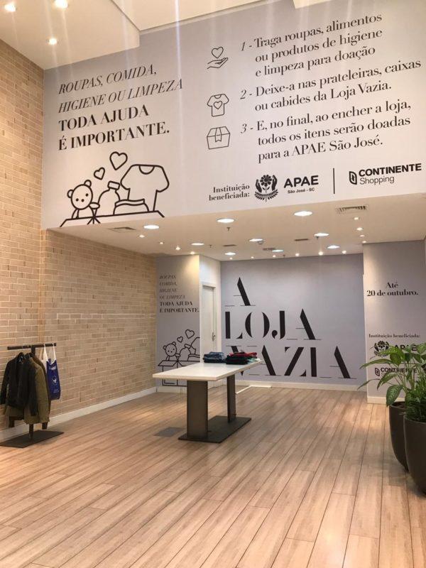 Espaço preparado no Continente Shopping, em São José, para receber doações da ação social Loja Vazia – Foto: Divulgação/ND