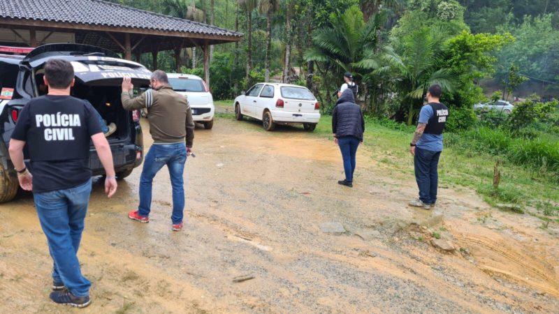 Homem foi preso em aldeia de Biguaçu, na Grande Florianópolis – Foto: Divulgação/Polícia Civil