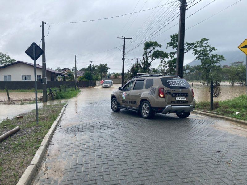 Polícia teve dificuldades em acessar região por conta das chuvas e precisou da ajuda do helicóptero águia – Foto: Osvaldo Sagaz/Divulgação/ND