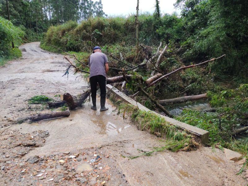 Chuvas provocam estragos em Santo Amaro da Imperatriz – Foto: Paulo Mueller/NDTV
