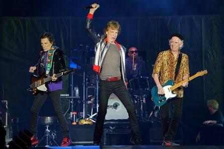 Ron Wood, Mick Jagger e Keith Richards no primeiro show sem o baterista Charlie Watts dia 27 em S. Louis – Foto: Divulgação